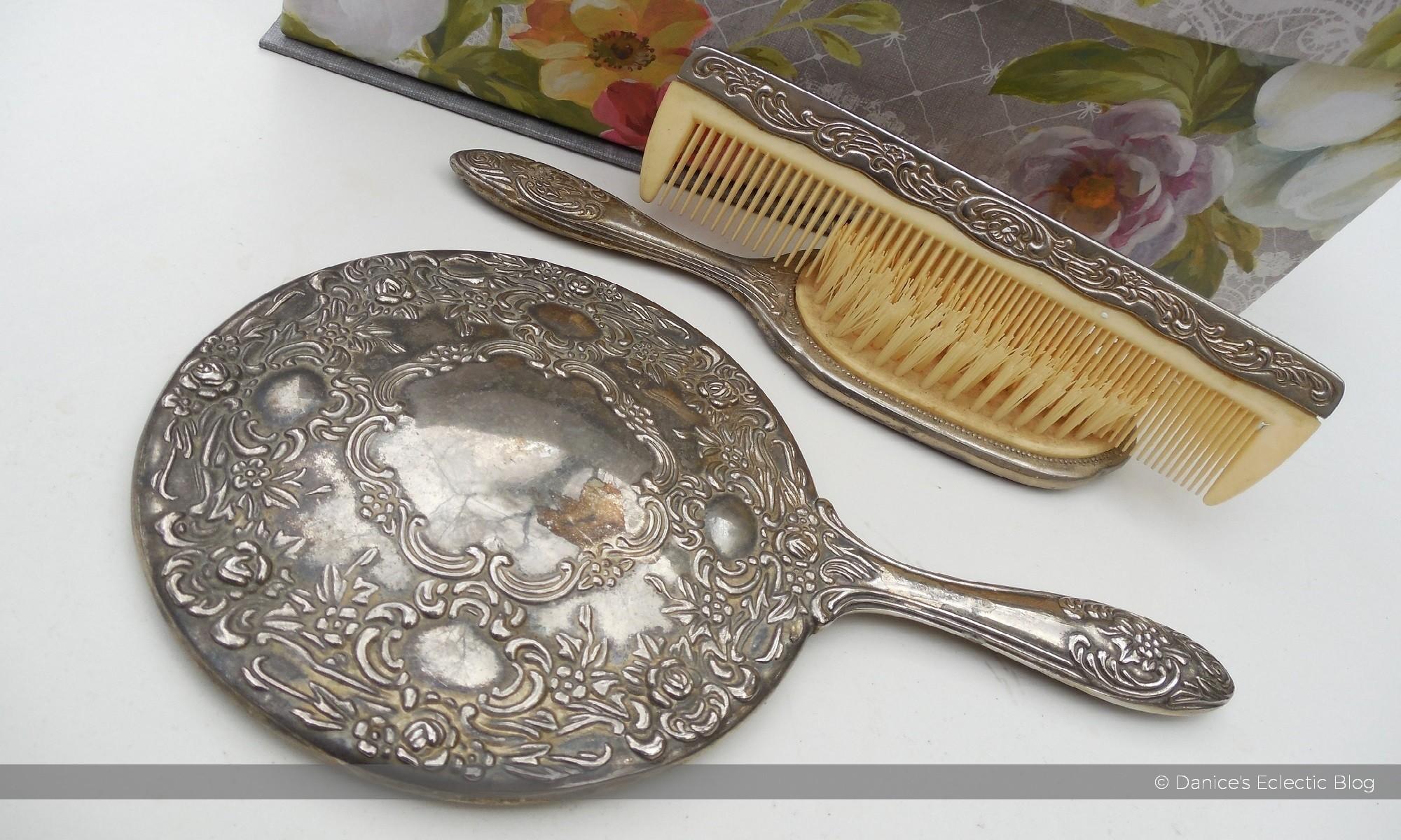 vintage vanity set ©DSG