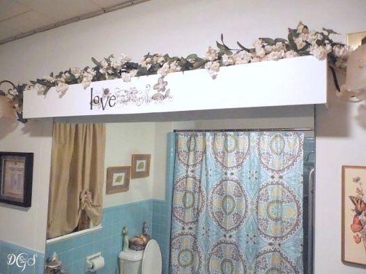 mid century modern bathroom cornice ©DSG
