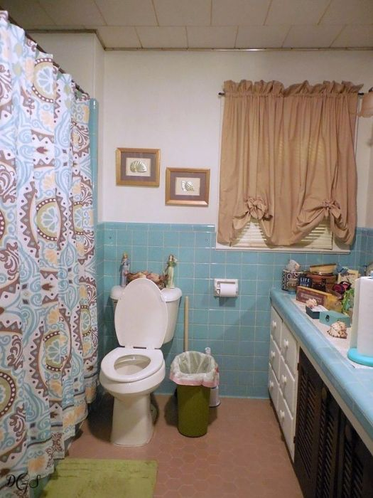mid century modern aqua bath room © DSG