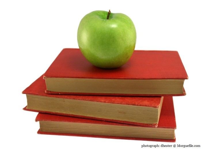 apple and books photographer: dhester @ Morguefile.com