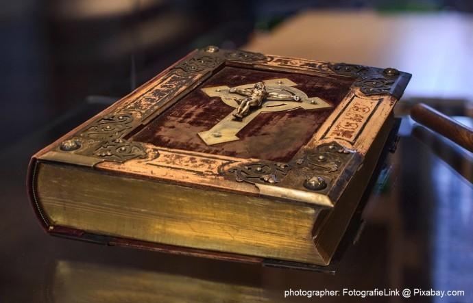 old religious book photographer: FotografieLink @ Pixabay.com