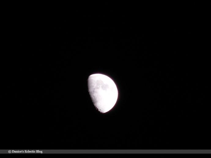 waxing gibbous moon | ©DSG